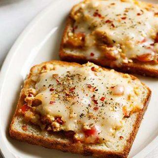 Paneer Chilli Cheese Toast